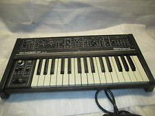 ROLAND SH 09 SYNTHESIZER