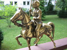MASSIF-BRASS-CHEVALIER MOYEN ÂGE À CHEVAL-UNIQUE1970--4000gr-MADE GB MAINS-NEUF