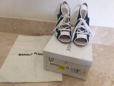 MANOLO BLAHNIK LADIES SIZE 6 DENIM/WHITE PEEP-TOE PUMPS W/BOX/DUST BAG
