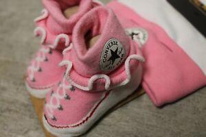 Converse All Star Baby Chucks Rosa Weiß Socken und Mütze 0-6 Monate