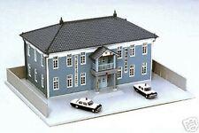 KATO 23-460 STAZIONE LOCALE di POLIZIA POLICE STATION Cm.16x12 con AUTO SCALA-N