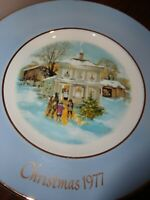 """1977 AVON CHRISTMAS PLATE """"CAROLLERS IN THE SNOW""""  5TH ED ENOCH WEDGWOOD ENGLAND"""