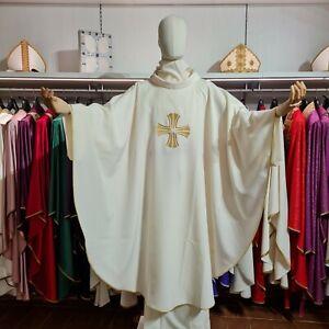Casula bianca ricamo croce paramenti sacri liturgia stola messa oro dorata