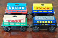 THOMAS Wooden Railway Engine Carriage - 1x SODOR CARGO CAR Magnet Load