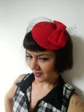 Mini chapeau bibi plat rétro vintage rouge noeud feutre voilette résille pinup