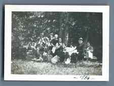 France, Groupe au pique-nique  Vintage silver print. Tirage argentique d'