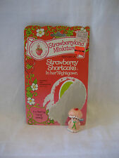 vintage 1981 STRAWBERRY SHORTCAKE nightgown w/ card PVC miniature Kenner figure