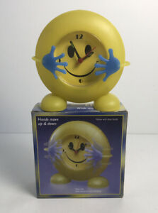 Vintage Smiley Face Clock w/ Moving Hands Battery Operated