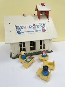 Vintage Retro Fisher Price School House Toy And People
