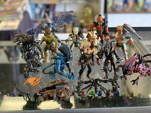 HUGE lot of 11 1990s Aliens vs. Predator Kenner Action Figures
