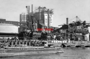 PHOTO  LONDON 1955 TATE & LYLE REFINERY CANNING TOWN FROM RIVER