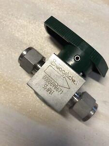"Swagelok SS Quarter Turn Instrument Plug Valve 3/8"" Swagelok Tube Fitting 6.4 Cv"
