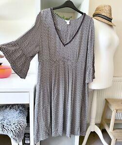 Monsoon Floaty White Grey Chevron Print A Line V Neck Tea Dress Size 22 PLS READ