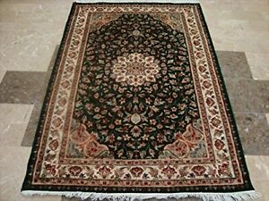 Exclusive Exotic Dark Green Floral Rare Hand Knotted Area Rug (4 x 6)'