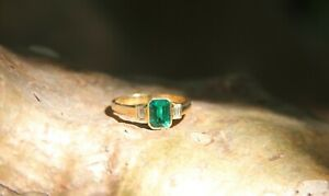 Elegant Synthetic Emerald and Natural Diamond Ring in 18K Yellow Gold