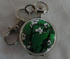 White Blossoms on Green Clip On Pocket Watch Montre Fleurs Blanches sur Vert