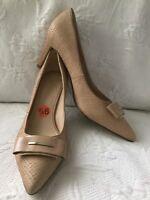 NINE WEST 9.5 ELLIS Beige Leather Pointed Toe Heels w/Toe Emblishment Pumps