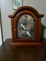 Seth Thomas Tempus Fugit Quartz Shelf/Mantle Wood Clock Beautiful Chime Movement