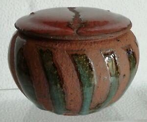 Boite bonbonnière en céramique chamotte et émaillée / signature à identifier