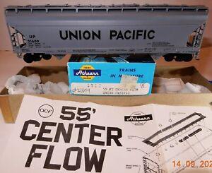 HO SCALE ATHEARN UNION PACIFIC 55'CENTER FLOW HOPPER CAR, RTR