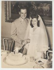 [68690] 1944 8x10 B & W PHOTOGRAPH USA SOLDIER & HIS BRIDE