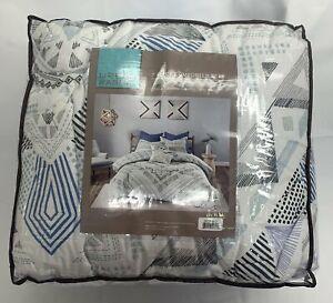 URBAN HABITAT King/ Cal King Comforter Set NWT Sydney Reversible 7 Pc Blue