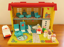 Vintage FISHER PRICE PLAY FAMILY CHILDREN'S HOSPITAL #931 1970s