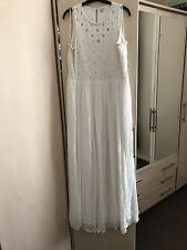 Glamour crème robe longue avec perles de RIVER ISLAND