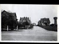 AVORD (18) VILLAS & CHATEAU D'EAU , Rue MARIN LE MESLEE animée vers 1930