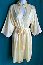 NATORI Pale Yellow Satin Short Robe + Tie Embroidery & Lace Trim Pockets Sz M