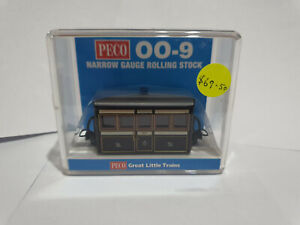 Peco 009 GR-550 Narrow Gauge FR Bug Box Coach, 1st Class Victorian Livery