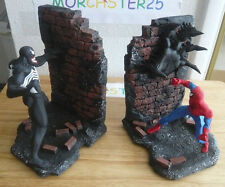 SPIDERMAN VS VENOM BOOKENDS 2343 BOWEN STATUE CREATIVE LICENSE MARVEL COMICS