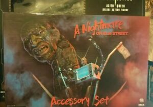 NECA A NIGHTMARE ON ELM STREET (FREDDY) DELUXE ACCESSORY SET