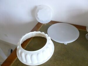 TUPPERWARE GRAND PLAT ROND COURONNE MOULE A CHARLOTTE