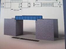 Modellbahn-Gebäude,-Tunnel & -Bücken der Spur H0 aus Kunststoff mit Brücke