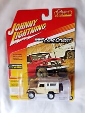Johnny Lightning Toyota Land Cruiser Dune Beige Soft-top Gold Collection