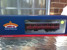 Bachmann 34-700C BR Mk1 Suburban Composite BR Lined maroon coach with passengers