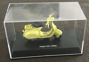 Yellow Vespa 125 (1960) Die Cast 1:32 Scale New Ray Brand