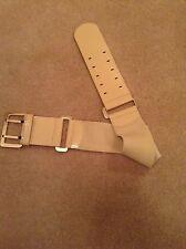 Armani Cinturón Talla M/L BNWOT Color Piedra patente y Elástico