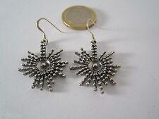 1 paio di orecchini pendenti in argento 925 sbalzato disegno particolare a raggi