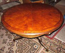 Handgearbeitete Möbel im Antik-Stil aus Massivholz fürs Esszimmer