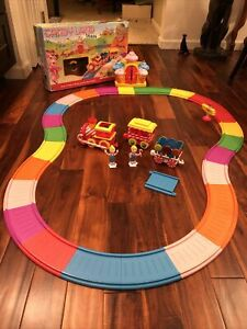 All Aboard! Candyland Toy Musical Moving Train Sing-along Sounds WORKS HTF