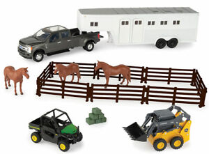 Ertl 47247 1:32 Ford F-350 Quad Cab Pickup Truck with Horse Trailer Playset