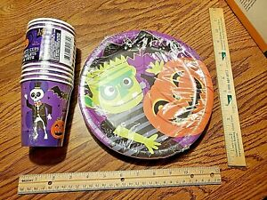 NEW 32 piece Halloween Party Set Paper Cups and Plates Halloween Decorations !!!