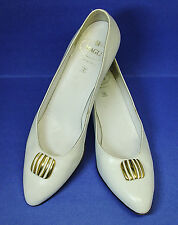 "BRUNO MAGLI MADE IN ITALY Sz 9 AA white leather 1.75"" heels pumps good condition"