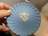 Wedgwood Jasper-wear Blue White Scalloped Flower plate