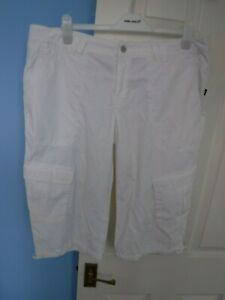 HELLY HANSEN WOMAN'S WHITE 3/4 SHORTS SIZE LARGE WAIST 40 INCHES
