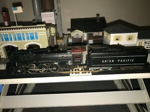 Vintage HO scale Mantua/Tyco 4-6-2 Union Pacific Steam locomotive with tender