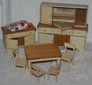 Posten alte Küchenmöbel für die Puppenstube