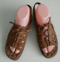COBBIE CUDDLERS Women's  Sandal Camel 8.5W